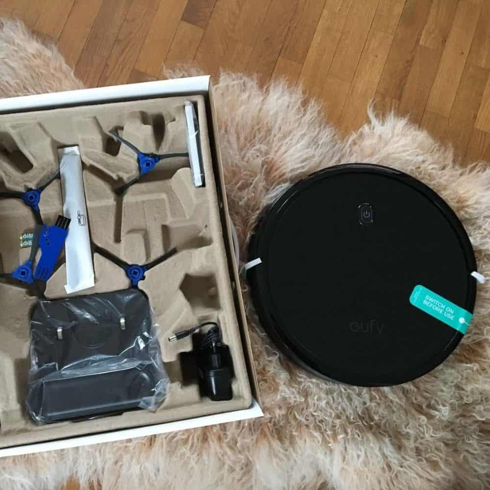 eufy 11s RoboVac Saugroboter Zubehoer Box