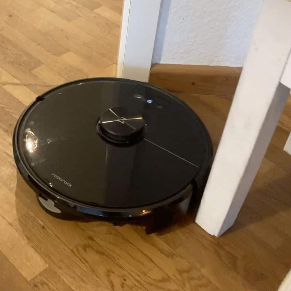 Roborock S6 MaxV Saugroboter Tisch