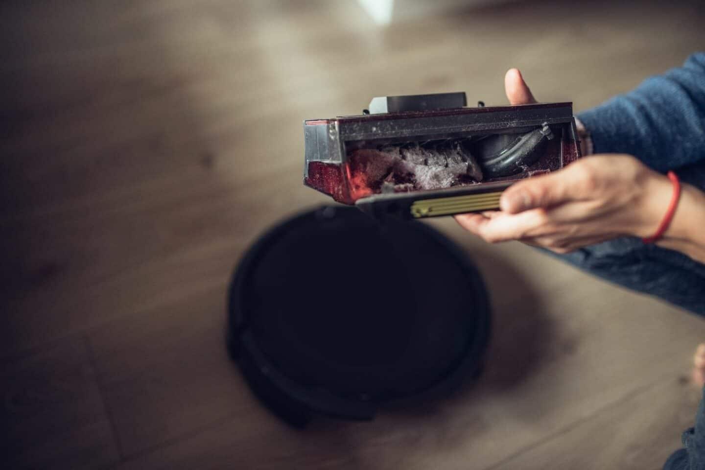 Staubfilter verstopft: Mit einer Filterreinigung stellt ihr die Saugkraft eures Roboters wieder her